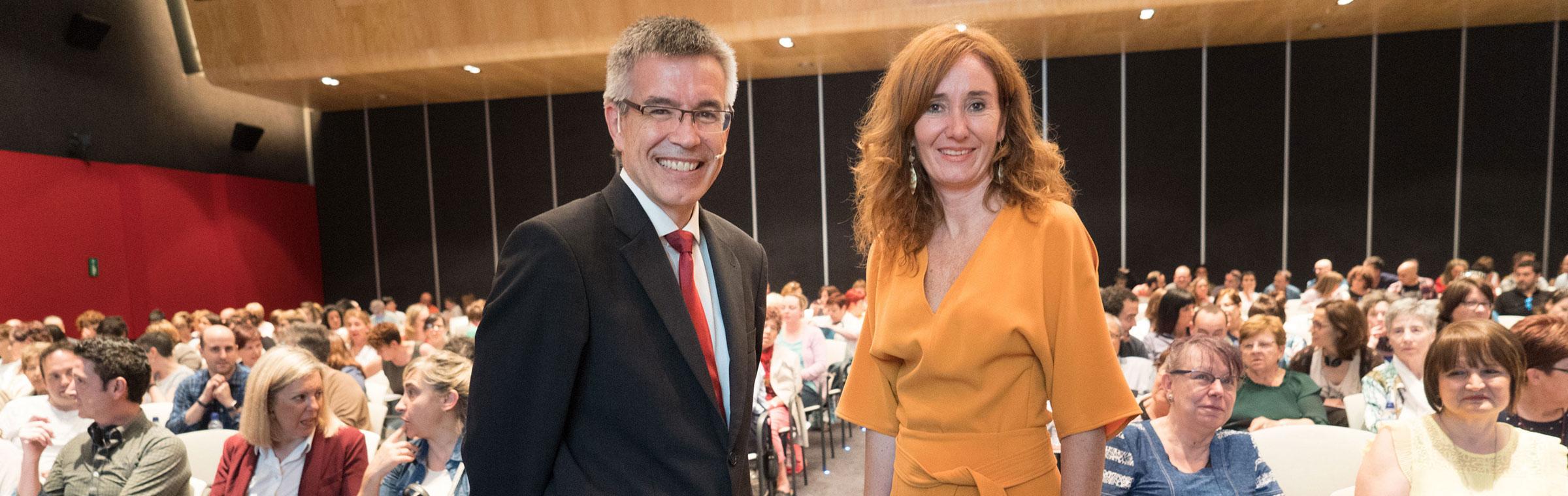 Agustin Markaide y Leire Muguerza de Eroski en auditorio